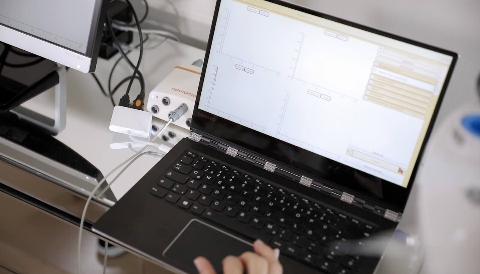 Bildschirm zeigt Biofeedbacktrainingsprogramm
