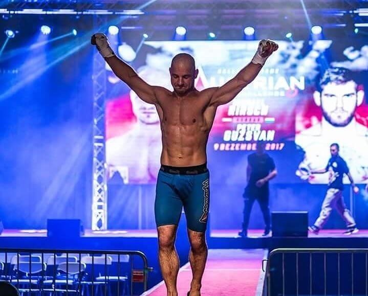 Boxer in Siegerpose, Leistungssteigerung